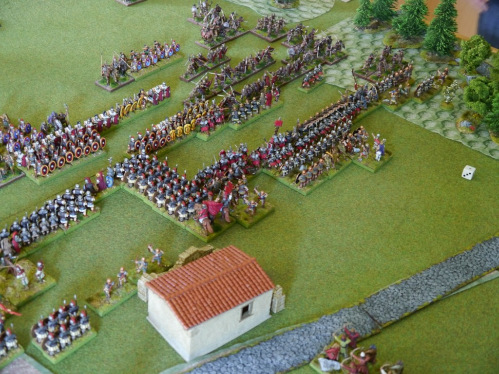 In the Flavian centre, the pretorians advance in column. On their right flank, a ficious fight in the forrest begins.